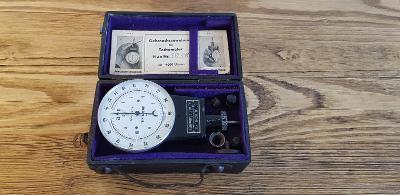 Tachometr měřící přístroj.