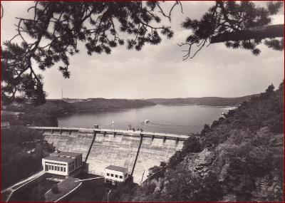 Vranovská přehrada * pohled na hráz, jezero, lodě * Znojmo * V859