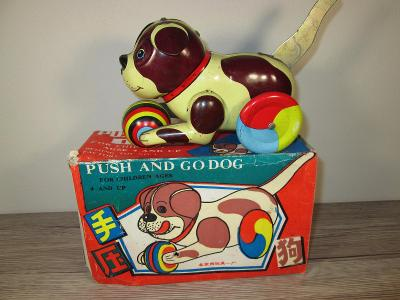 """PUSH AND GO DOG 1970""""S MADE IN CHINA WITH ORIGINAL BOX"""