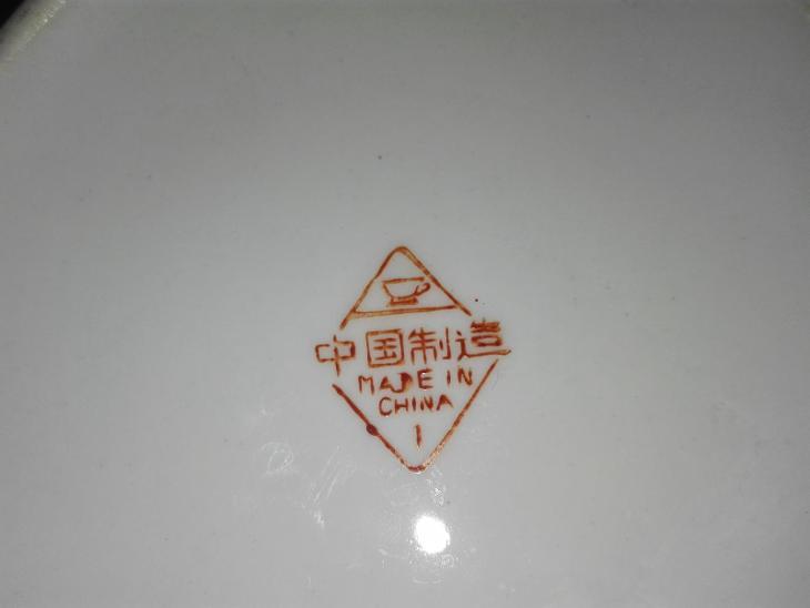 HRNÍČEK - MADE IN CHINA  - Porcelán