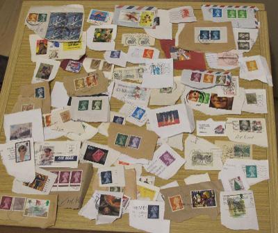 Poštovní známky použité - svět -  cca 100 kusů