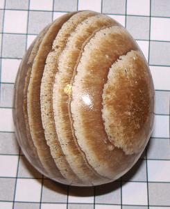 Aragonit, leštěné vejce J