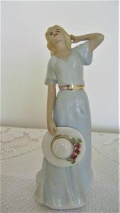 Soška porcelánová - Dáma s kloboukem (sig. Fuksová) Royal dux Bohemia