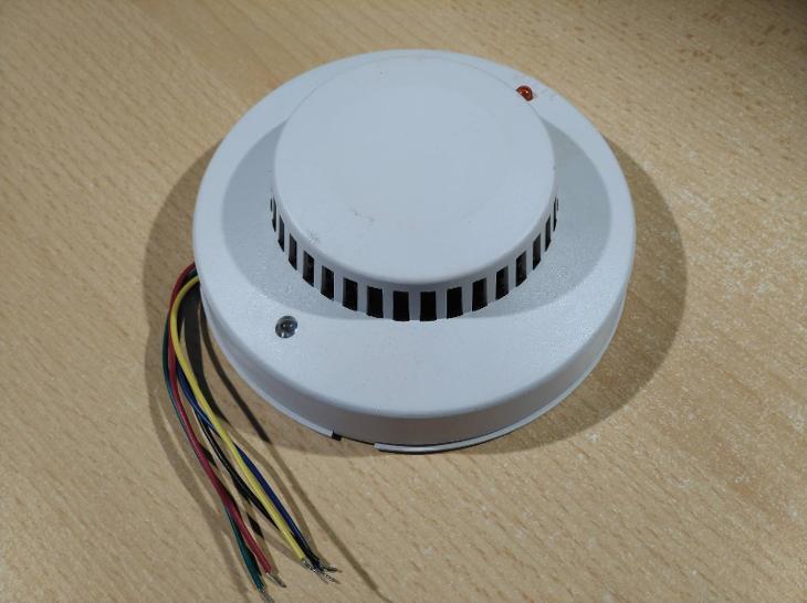 Kouřový požární hlásič provedení 2 - Zabezpečovací systémy