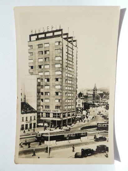 Bratislava - Stalinovo nám. - doprava -auta- tramvaj 1947 - Pohlednice