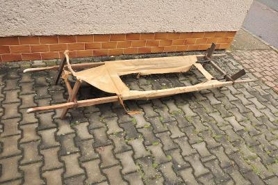Vojenská nosítka dřevěná
