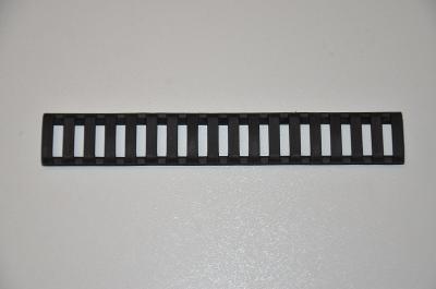 Krytka railu černá.