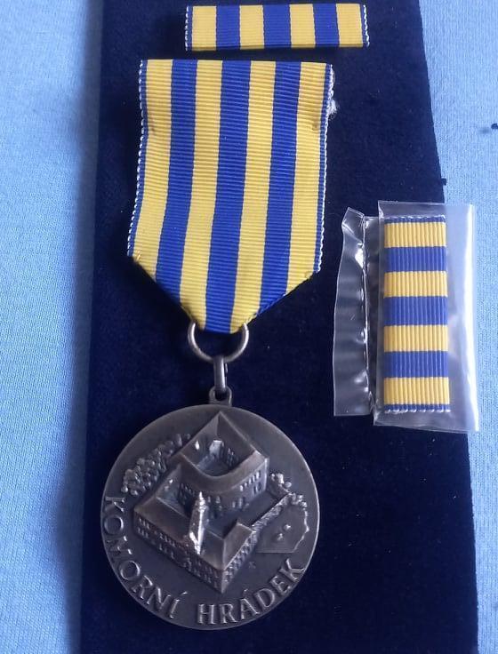 AČR ORIGINÁL Pamětní odznak 10 let školícího střediska Komorní Hrádek - Faleristika