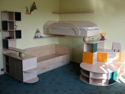 Dětský pokoj - sestava nábytku + 2 kompletní postele
