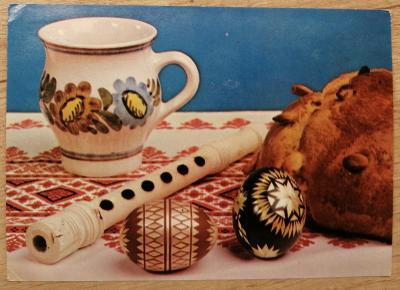 Pohlednice Veselé Velikonoce - flétna, kraslice, hrnek, mazanec