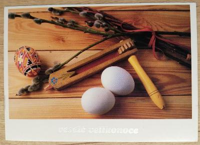 Pohlednice Veselé Velikonoce - řehtačka, vajíčka, kraslice, kočičky