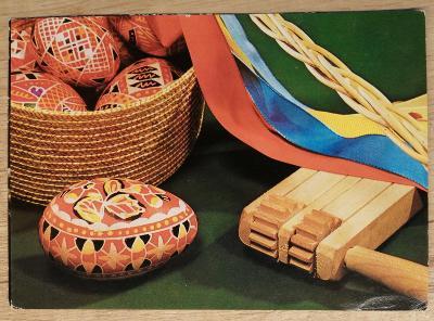 Pohlednice Veselé Velikonoce - řehtačka, kraslice, ošatka, pomlázka