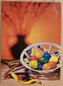 Pohlednice Veselé Velikonoce - řehtačka, kraslice, miska, pomlázka