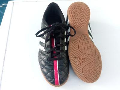 Kopačky- Sálovky Adidas vel. UK 5