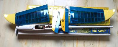 3x RC modely, el.motorky, serva, aku,součástky - prodej jako celek