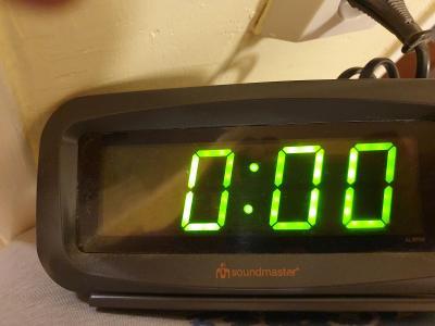 Velké digitální hodiny