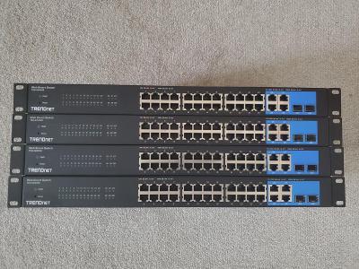 Switch Trendnet TEG-424WS 24-Port 10/100Mbps Web Smart Switch w/ 4 Gig