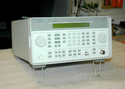 Hewlett Packard 8648B, signální generátor, 9kHz - 2GHz