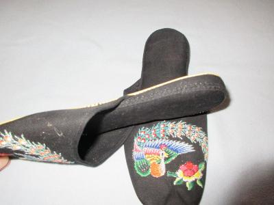 pantofle  vyšívané
