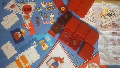 Sbírka nalezená na půdě-medaile,odznaky,vyznamenání,předměty ssm(65ks)