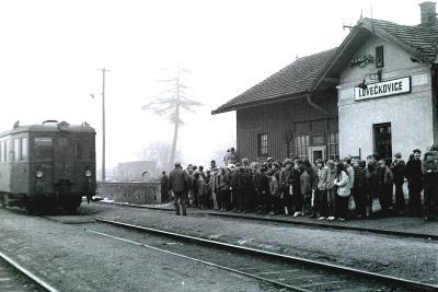 Lovečkovice, nádraží, motoráček (Litoměřice, Úštěk), 15x21 cm