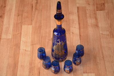 Karafa, modré sklo, plachetnice + 6 štamprlat