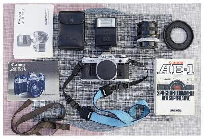 Kinofilm Canon AE-1 + Canon 28/2.8 S.C. Sbírkový Funkční Baterie Brašn