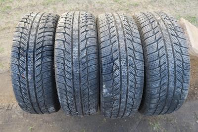 Zimní pneu včetně disků 205/65R 16 C z Mercedesu bus velice zachovalé.