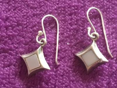 Stříbrné náušnice s perletí