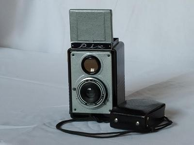 Historický fotoaparát RIX s expozimetrem