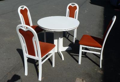 Jídelní rozkládací stůl a 4 židle.