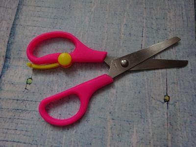 1Kč dětské nůžky /růžové/