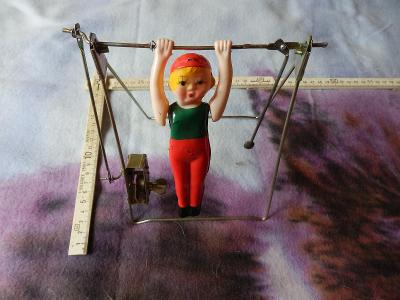 RARE,stará panenka -cvičenka na hrazdě na klíček / CCCP
