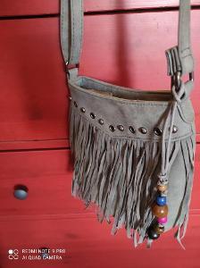 Nová moderní kabelka přes rameno.