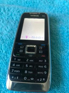 Tlačítkový mobilní telefon Nokia E51-1, barevný display, nostalgie