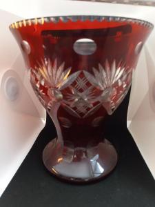 Broušené červené sklo 10 kusů