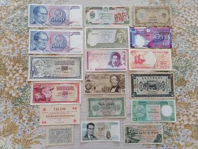 Bankovky - 17x bankovka + 1x  token DDR - vše viz fotografie