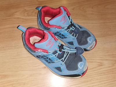 UMBRO tenisky boty kecky   vel 28