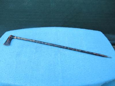 Stará pěkná špacírka - hůlka - s kovovým hrotem