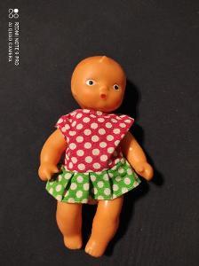Stará gumová panenka