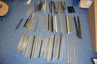 Kovové tyče ke stanům 103+83 kusů