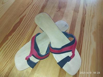Letní lehké dřeváčky - sandále  stélka 27 cm