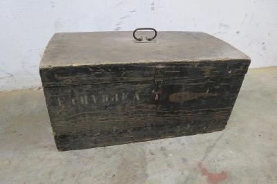 Starý vojenský kufr