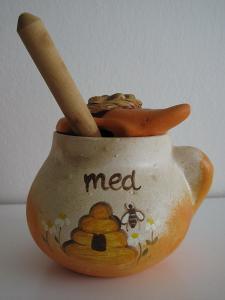 Ručně malovaná keramická dóza na med