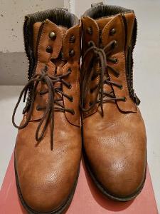 Kožené kotníkové boty Mustang