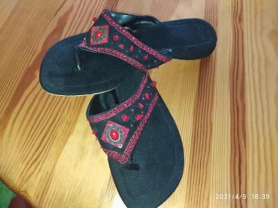 Nádherné nové černé sandály v. 41 - stélka cca 26,5cm