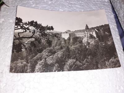 Pohlednice z roku 1967 Hrubá Skála - zámek,prošlé poštou.