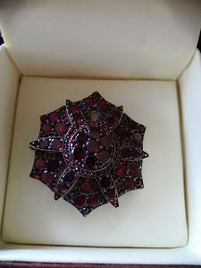 Starožitná brož 1930- granáty