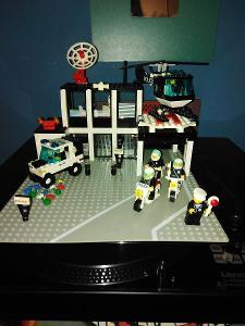 LEGO - 6386 -Policejní stanice