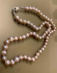 Náhrdelník z pravých perel 7-8 mm nachová barva